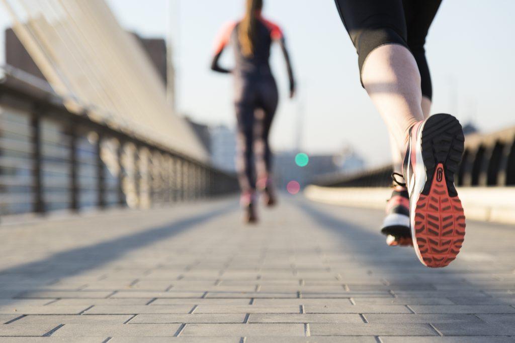 Los mejores deportes para ponerte en forma este 2020.  Running, fútbol, ciclismo, basket, padel, tennis